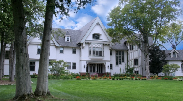 We will get to stay in the Stonecliffe mansion in one of the newly renovated rooms, and I will get the full tour of this historical estate.