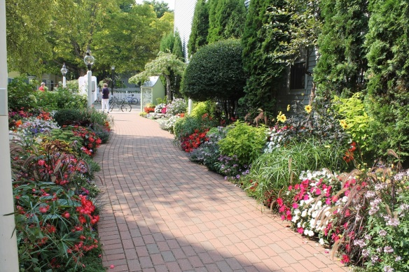 It's easy to see how this garden won its prestigious Signature Garden award!