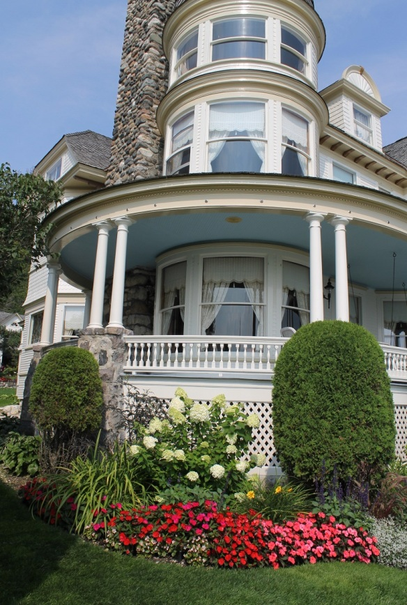 Our final stop was this stately downtown cottage.