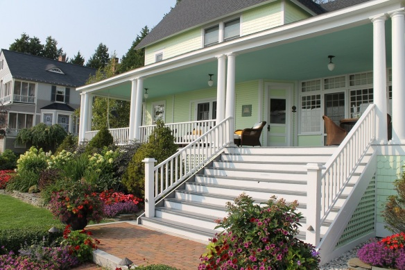 Another West Bluff cottage . . .